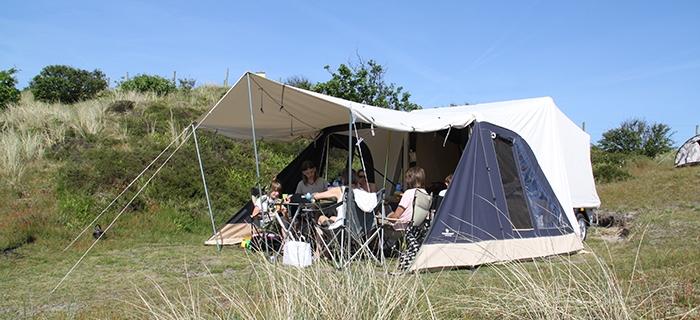 dieses zelt anh nger bietet schlafpl tze f r 4 7 personen. Black Bedroom Furniture Sets. Home Design Ideas