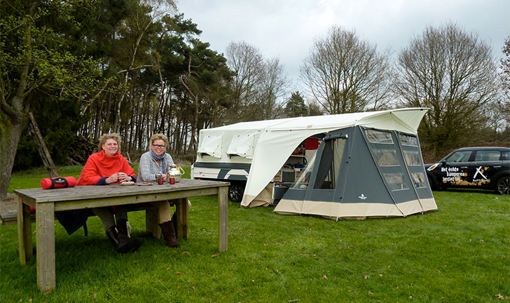 Combi-Camp Country iQ vouwwagen op camping
