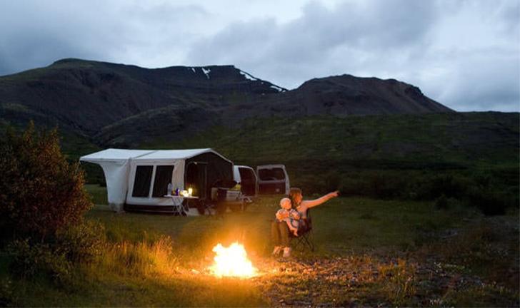 Combi-Camp Country vouwwagen bij kampvuur